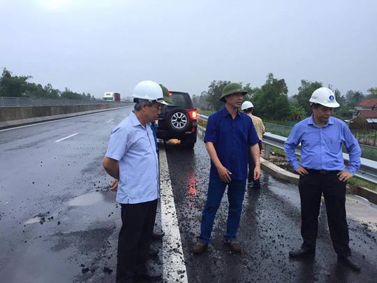 Thứ trưởng Bộ GTVT phê bình công tác thi công đường cao tốc Đà Nẵng - Quảng Ngãi - ảnh 1