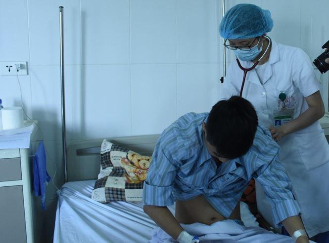 Ăn cua đá nhiễm sán, nam thanh niên suýt gặp tử thần vì tràn dịch màng phổi - ảnh 1