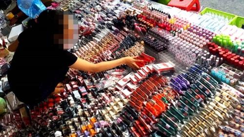 75% mỹ phẩm trên thị trường là giả: Cách nào phân biệt, tránh hủy hoại da? - ảnh 1