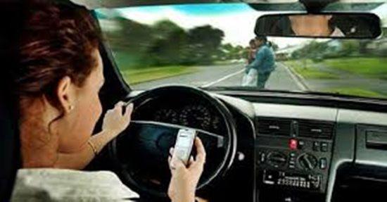 Những sai lầm cơ bản khi lái xe mà nhiều phụ nữ thường mắc phải - ảnh 1