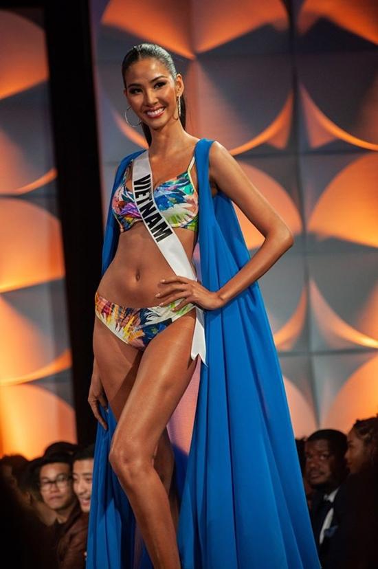VIdeo: Màn trình diễn bikini nóng bỏng của Hoàng Thùy ở bán kết Miss Universe 2019 - ảnh 1