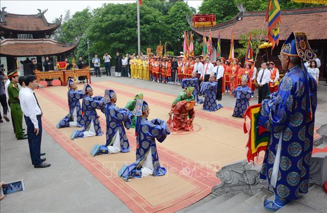 Tín ngưỡng thờ cúng Hùng Vương: Sợi chỉ vàng kết nối các dân tộc Việt - Ảnh 1