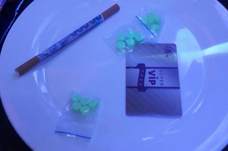 Phúc XO chỉ đạo nhân viên tạo điều kiện cho khách chơi ma túy trong quán karaoke - Ảnh 2