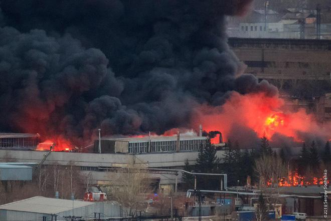 Hỏa hoạn kinh hoàng tại nhà máy chế tạo tên lửa hiện đại của Nga - Ảnh 1