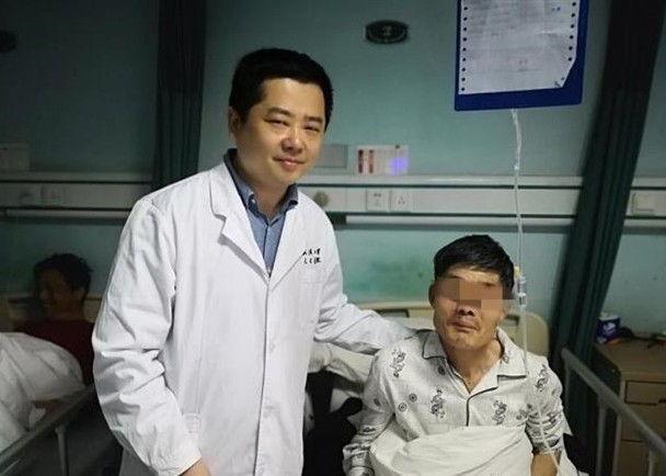 Kì tích bợm nhậu nuốt khối u dài 15cm khi say - Ảnh 1