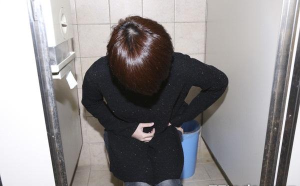 Nghiện uống siro ho 10 năm, người phụ nữ suýt bị cắt mất tử cung - ảnh 1