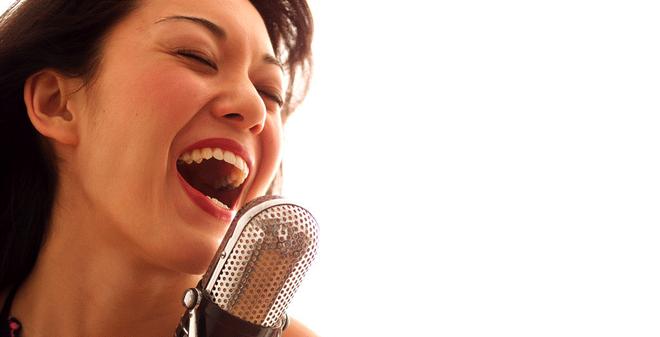 Người phụ nữ suýt vỡ thận vì hát Karaoke quá hăng - ảnh 1