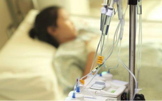 Bác sĩ ung bướu chỉ ra hiểu lầm hóa trị chữa ung thư gây tử vong - ảnh 1