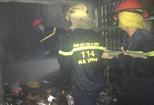 Hà Tĩnh: Hỏa hoạn lớn trong đêm ở chợ Voi - ảnh 1