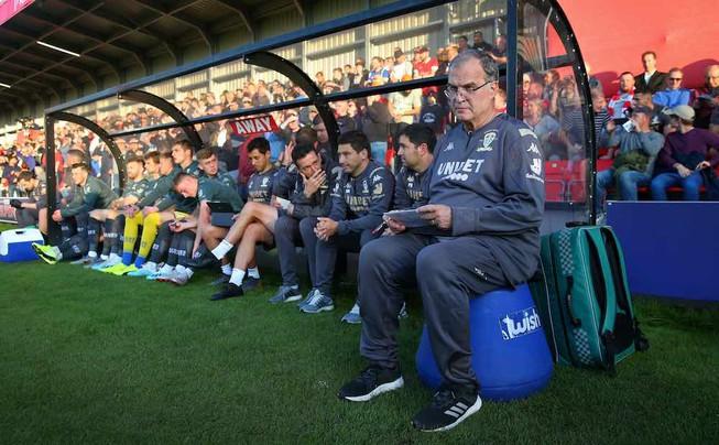 HLV và cầu thủ Leeds United đồng ý không nhận lương để cứu CLB trong dịch Covid-19 - ảnh 1