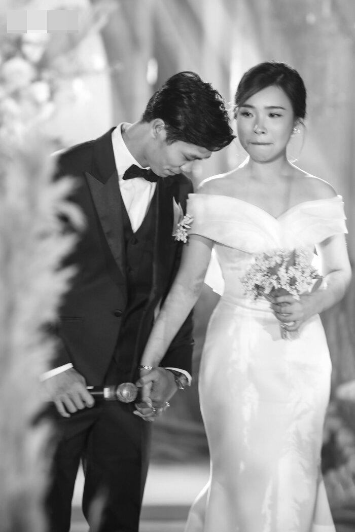 Công Phượng - Viên Minh tung bộ ảnh đính hôn siêu đẹp và lãng mạn - ảnh 1