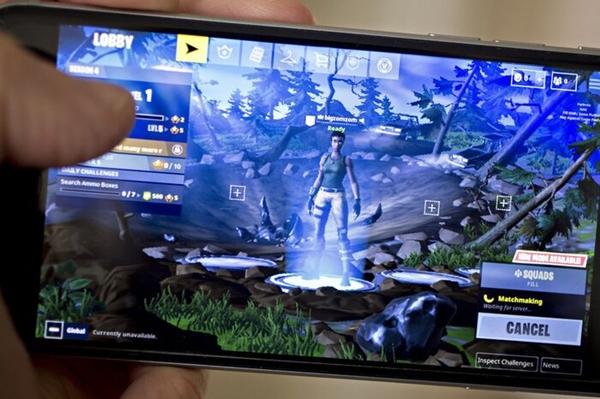 Tin tức công nghệ mới nóng nhất hôm nay 14/8: Apple thẳng tay gỡ bỏ trò chơi gây sốt Fortnite khỏi App Store - ảnh 1