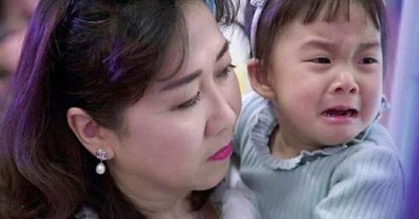 Bé gái khóc ầm ĩ trên xe bus và bài học sâu xa khiến phụ huynh giật mình nhìn lại - ảnh 1