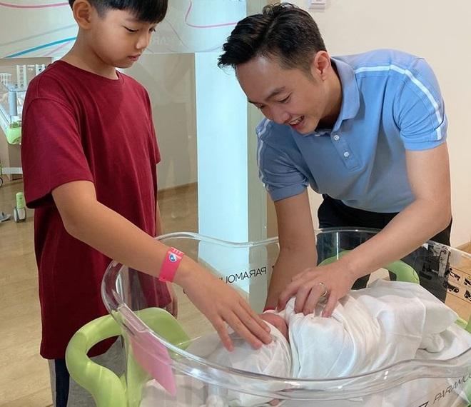 Cường Đô La thông báo Đàm Thu Trang đã sinh con gái - ảnh 1
