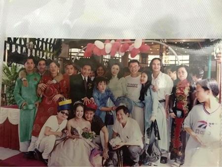 Tiết lộ ảnh Hoài Linh, Đàm Vĩnh Hưng bê tráp đám cưới thời trẻ - ảnh 1