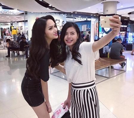 Tân Hoa hậu Chuyển giới Hương Giang trải lòng nỗi nhớ nhà dù được fan Thái chào đón - ảnh 1