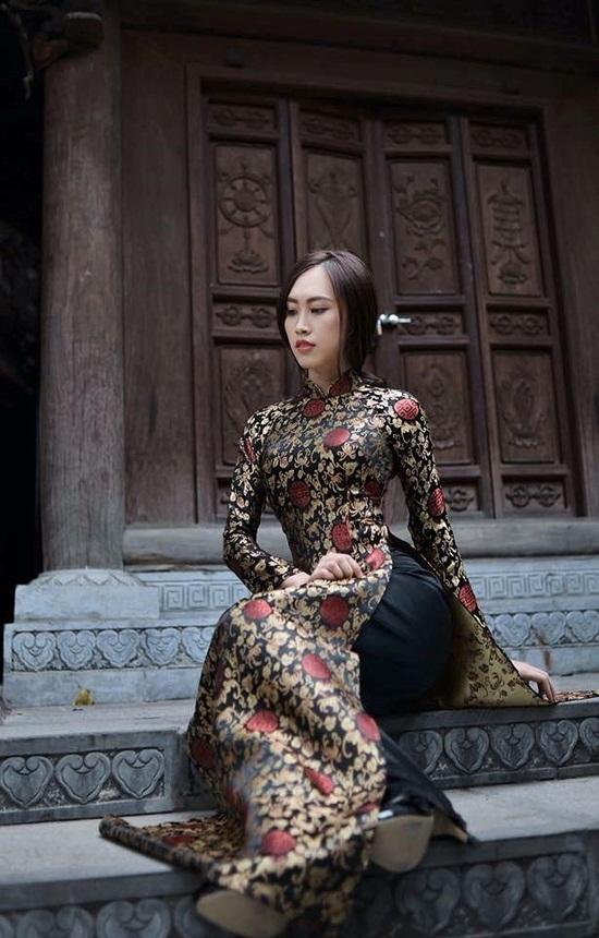 Lộ diện nhan sắc vợ kém 19 tuổi của NSND Trung Hiếu khiến fan xôn xao - ảnh 1