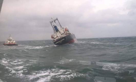180 tấn dầu trên tàu Thái Lan gặp nạn trên biển Hà Tĩnh bắt đầu tràn - ảnh 1