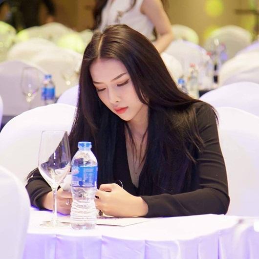"""Vợ sắp cưới Phan Mạnh Quỳnh: Hotgirl có nhan sắc ngọt ngào và đường cong """"đốt mắt"""" người nhìn - ảnh 1"""