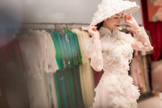 Tiết lộ loạt áo dài đẹp lung linh mà Tuyết Nga mang đi dự thi nhan sắc - Ảnh 5