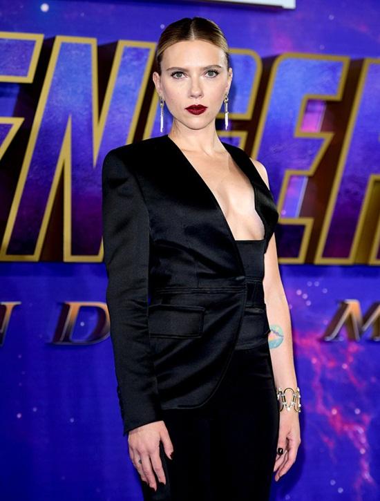 """Black Widow"" Scarlett Johansson quá đỗi gợi cảm trên thảm đỏ ""Avengers: Endgame"" - Ảnh 1"