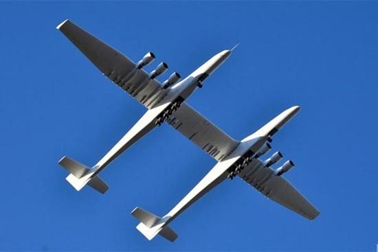 Video: Chiêm ngưỡng máy bay lớn nhất thế giới lần đầu sải cánh trên bầu trời - ảnh 1