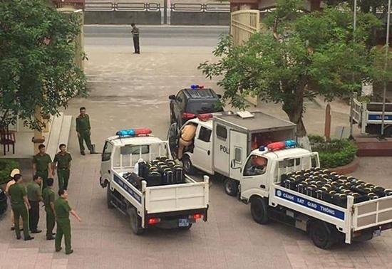 Vụ hơn 700kg ma túy đá bỏ bên đường ở Nghệ An: Các nghi phạm khai gì? - Ảnh 2