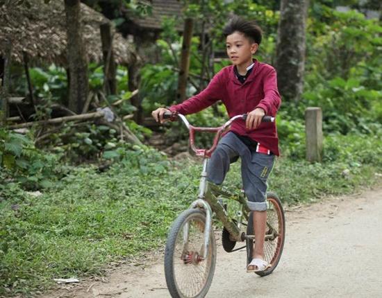 Em trai cậu bé đạp xe hơn 100km xuống Hà Nội được đưa về nhà vì không qua khỏi - Ảnh 2