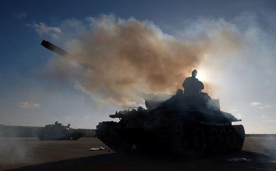 Libya: Ngoại ô thủ đô Tripoli xảy ra nhiều vụ đụng độ lớn - Ảnh 1