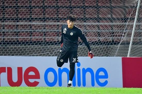 Thủ môn Bùi Tiến Dũng chưa được bắt chính, HLV Hà Nội FC nói gì? - Ảnh 1