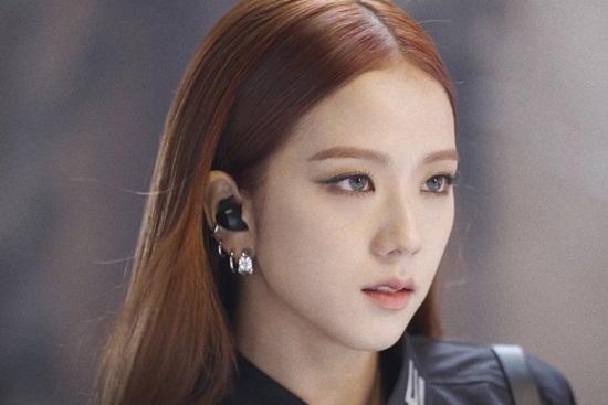 Điều gì khiến Jisoo lọt top trending toàn cầu Twitter ngay khi MV mới của Black Pink ra mắt? - Ảnh 3
