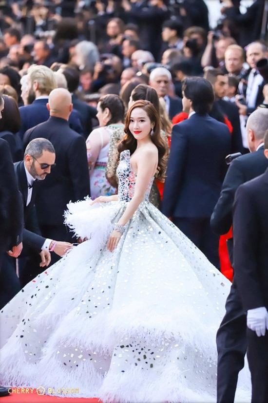 Thảm đỏ LHP Cannes 2019: Elle Fanning lộng lẫy chiếm spotlight - Ảnh 13