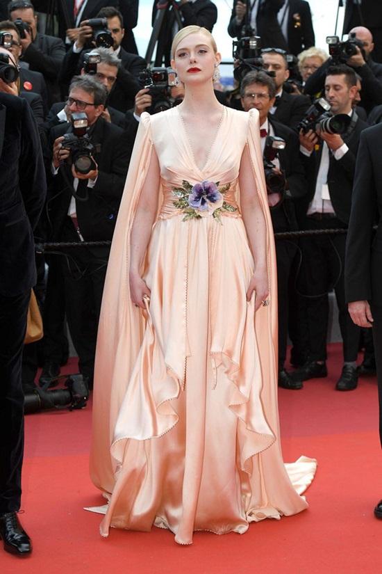 Thảm đỏ LHP Cannes 2019: Elle Fanning lộng lẫy chiếm spotlight - Ảnh 6