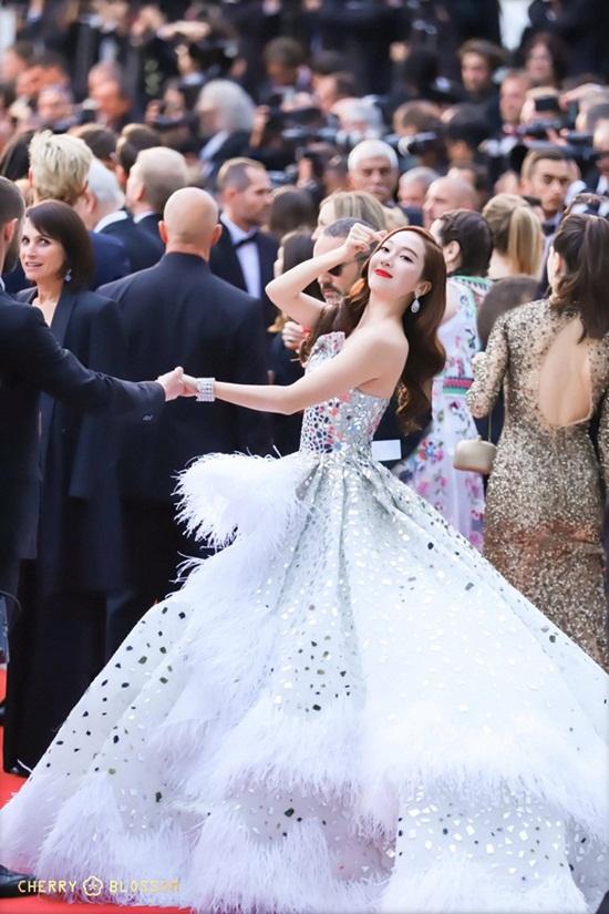 Thảm đỏ LHP Cannes 2019: Elle Fanning lộng lẫy chiếm spotlight - Ảnh 14