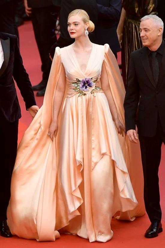 Thảm đỏ LHP Cannes 2019: Elle Fanning lộng lẫy chiếm spotlight - Ảnh 1