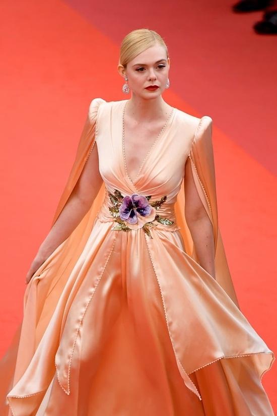 Thảm đỏ LHP Cannes 2019: Elle Fanning lộng lẫy chiếm spotlight - Ảnh 2