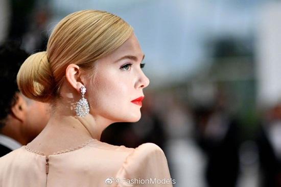 Thảm đỏ LHP Cannes 2019: Elle Fanning lộng lẫy chiếm spotlight - Ảnh 4