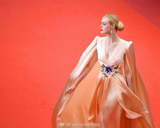 Thảm đỏ LHP Cannes 2019: Elle Fanning lộng lẫy chiếm spotlight - Ảnh 3