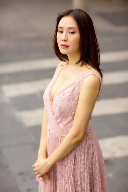 Hồng Diễm khiến dân tình trầm trồ khi khoe ảnh diện bikini gợi cảm - ảnh 1