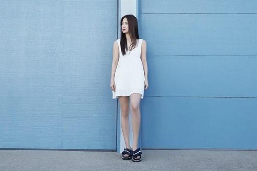 Song Hye Kyo khoe nhan sắc tươi trẻ tuổi 39 với váy ngắn gợi cảm - ảnh 1