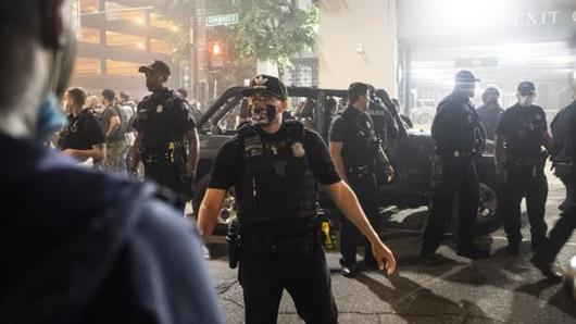 Mỹ: Nổ súng vào đám đông biểu tình, một thanh niên thiệt mạng - ảnh 1