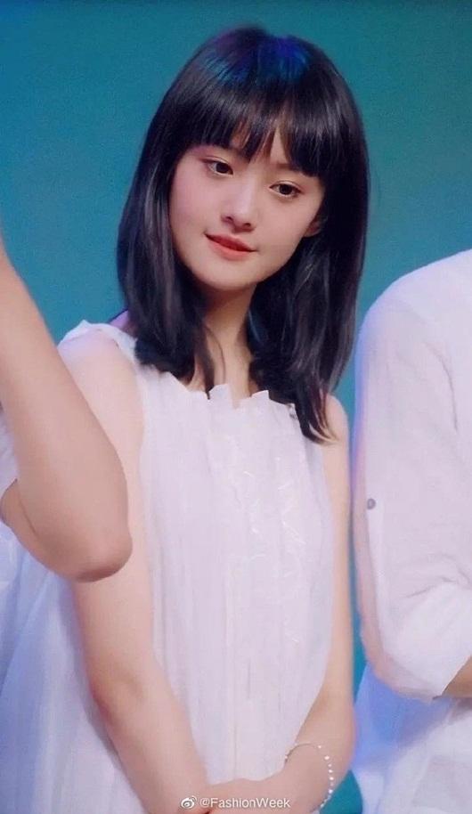 """Nhan sắc thanh thuần, đầy rung động của Trịnh Sảng năm 18 tuổi """"gây bão"""" Weibo - ảnh 1"""