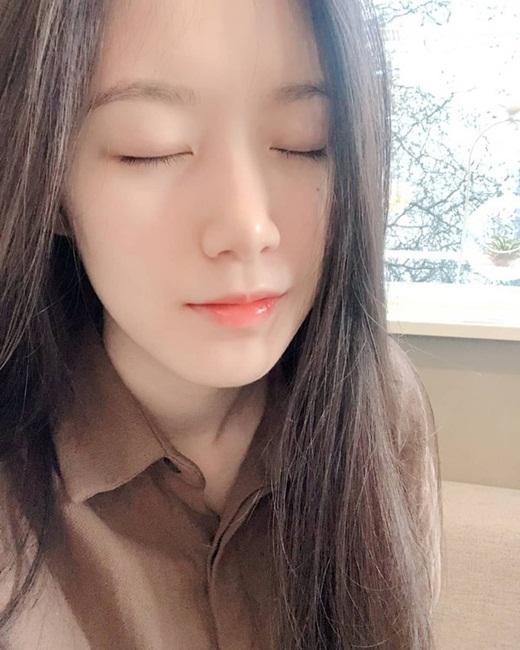"""Choáng ngợp với diện mạo đàn em Kpop đe dọa danh hiệu """"nữ hoàng mặt mộc"""" của Suzy - ảnh 1"""