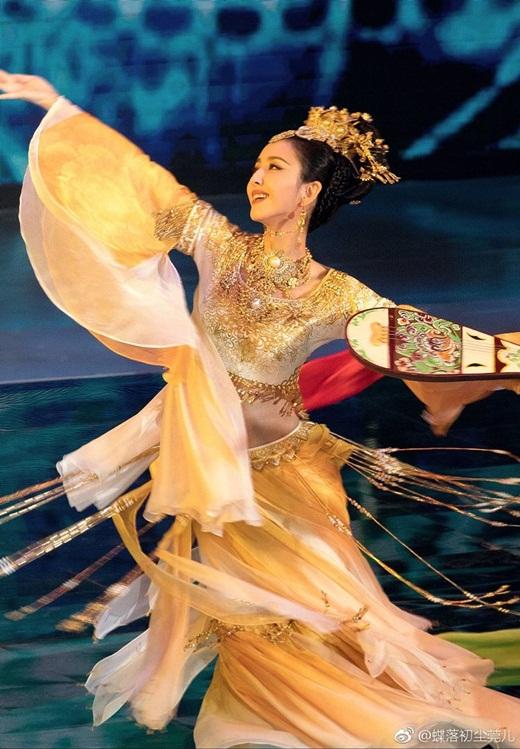 """Top mỹ nhân cổ trang Hoa ngữ: Đồng Lệ Á - Người đẹp Tân Cương duy nhất khiến công chúng biết thế nào là """"phong hoa tuyệt đại"""" - ảnh 1"""