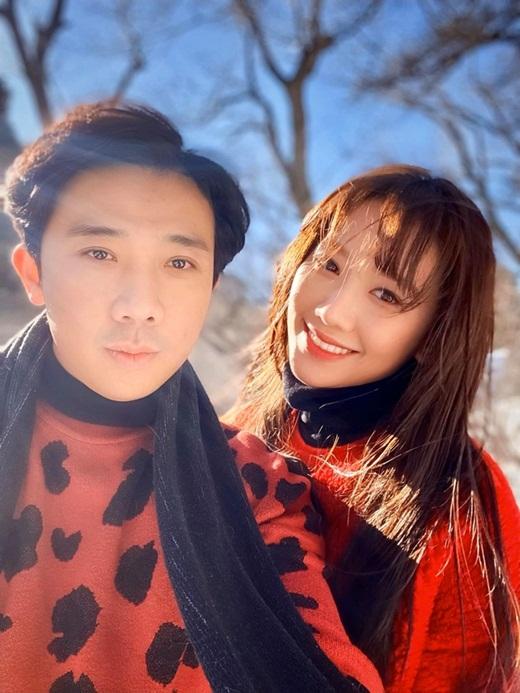 """Hari Won trẻ trung phơi phới ở tuổi 35: Ngoài giảm cân, thể dục thì Trấn Thành là """"vitamin"""" quan trọng - ảnh 1"""