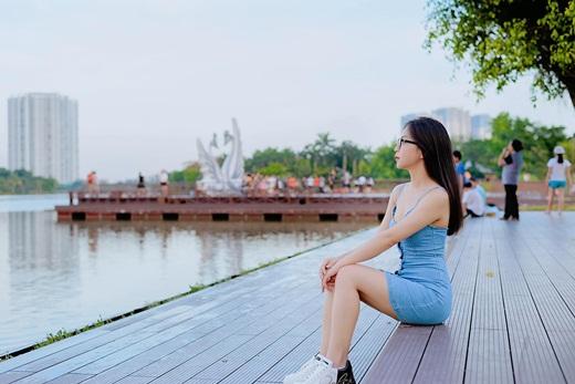 """Nhật Lê khoe ảnh check-in ở địa điểm """"hot nhất Hà Nội"""" với nhan sắc và thân hình siêu cuốn hút - ảnh 1"""