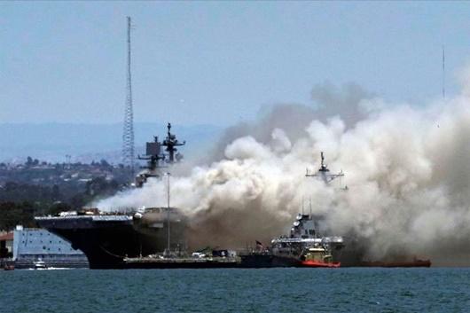 Nhiều lính hải quân Mỹ bị thương vì cháy nổ trên tàu chiến USS Bonhomme Richard - ảnh 1
