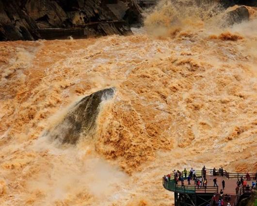 Mực nước sông Hoài vượt mức nguy hiểm, Trung Quốc báo động đỏ - ảnh 1