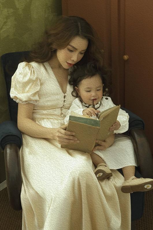Trà Ngọc Hằng chụp ảnh như tranh cùng con gái, tuyên bố làm mẹ đơn thân vẫn hạnh phúc - ảnh 1