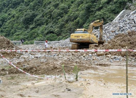 Cận cảnh mưa lũ gây sạt lở kinh hoàng ở Trùng Khánh, Trung Quốc - ảnh 1